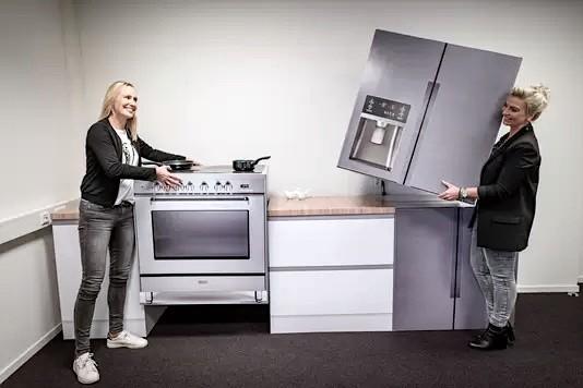 Forno e frigorifero americano Cubiqz in cartone leggero per Home Staging ed Expo