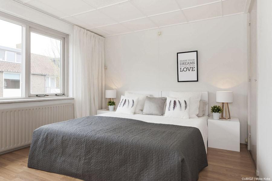 7. HomeStaging con mobili in cartone cubiqz per camera da lettoHome staging with CUBIQZ cardboard bed